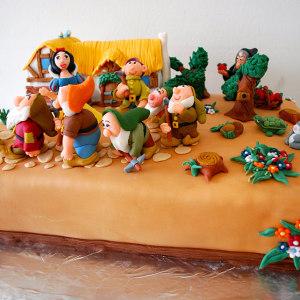 The Cake Butik- Snow White Birthday Cake