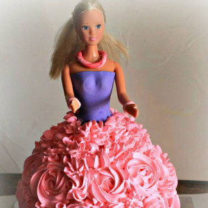 Magic-Bites-Barbie-Cake