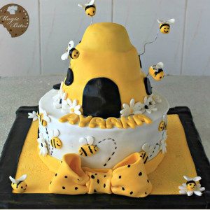 Magic-Bites-Bee-Hive-Cake