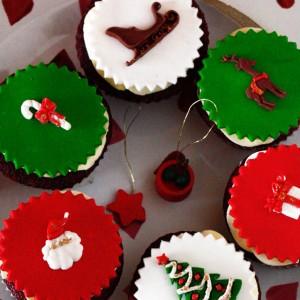 Floured-Christmas-Cupcake-Hamper
