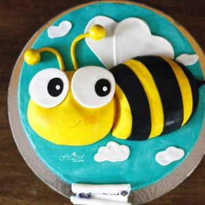 Floured Honey Bee Themed Cake