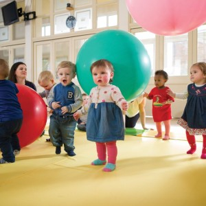 Toddler Sense Balanching and Dance