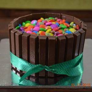 Sweeth Booth KitKat Cake