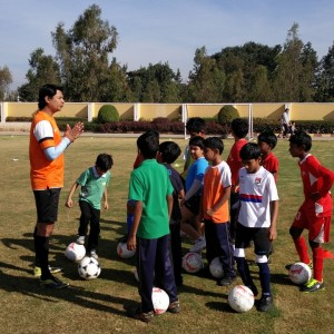 Bhaichung_Bhutia_Football_Schools_insctuctions_by_coach