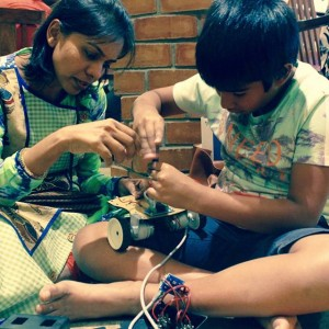 Just_Robotics_parent_child_engrosed_in_making_robot