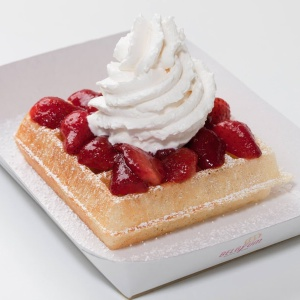 Desserts_BelgYum_Waffles_Strawberry_fresh_cream