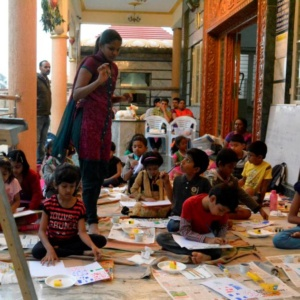 Kids Learning to paint at Creative Minds