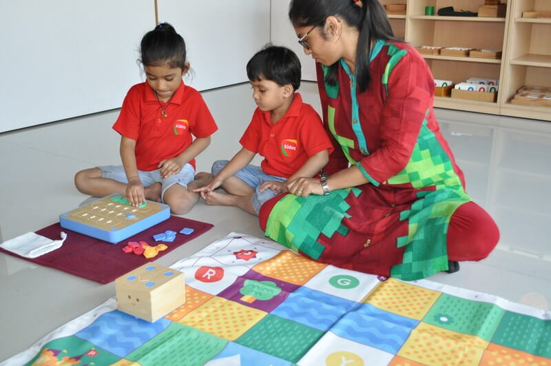 Children Learning to use Cubetto at Kidoz