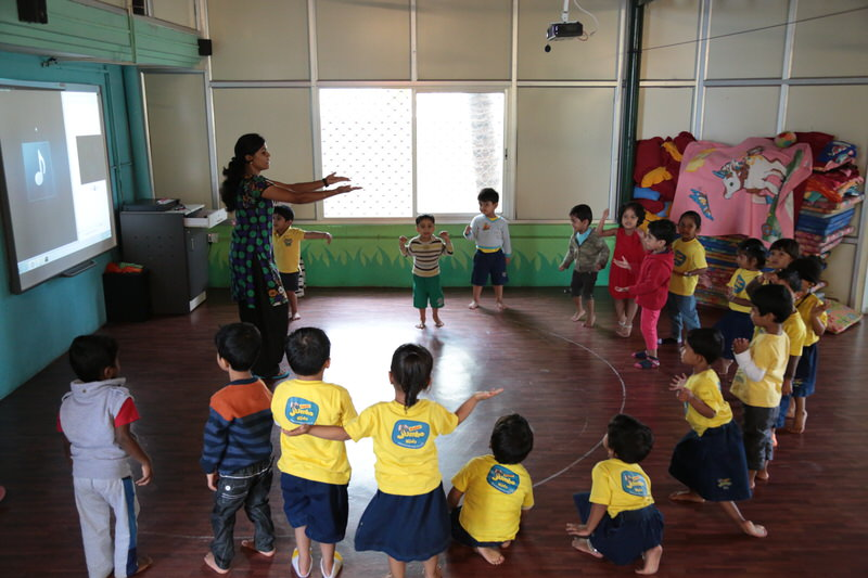 podar_jumbo_kids_learning_dance