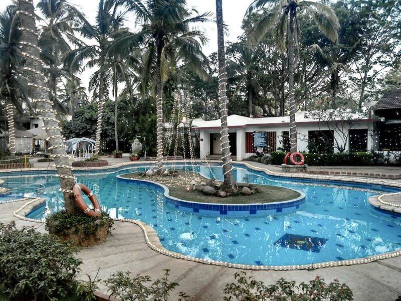 resort_holiday_village_pool