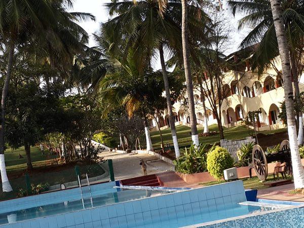 resort_holiday_elim_resort