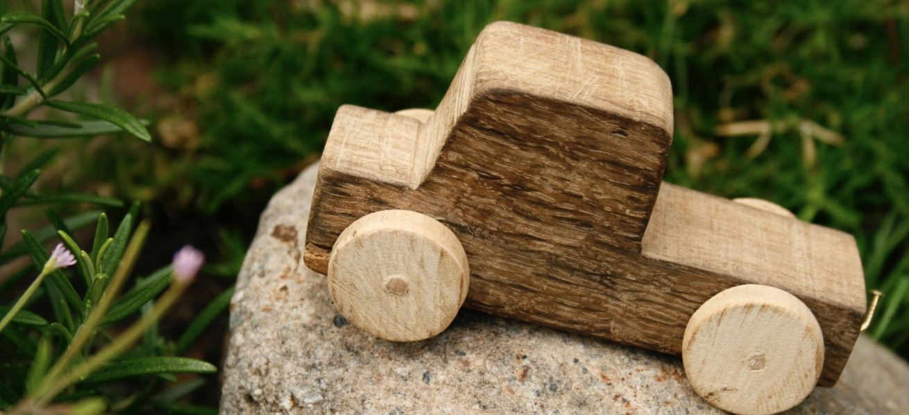 13 shops that sell beautiful wooden toys for children Cover Image