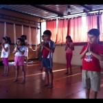 Puraw Vida Kids starting yoga with a prayer