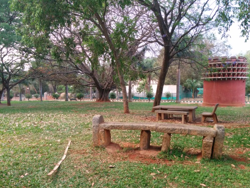 lalbagh botanical garden, picnic table