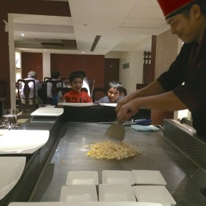 teppan-kids-enjoying, kid friendly restaurant