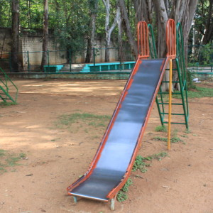 Sankey Tank Park, Bangalore is one the best parks in Bangalore with your children to enjoy the open spaces, rides, lake, water fountain, garden, slides, swings, ducks and play area