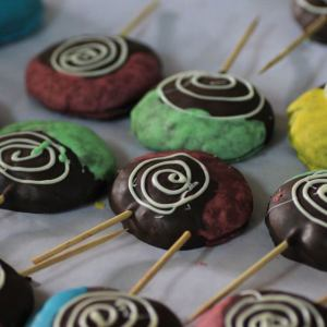 Cupcake Noggins- cookie pops chocolate pops