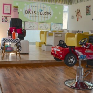 Divas & Dudes, kids salon, car seats
