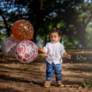 Buntz Mehta Photography Child with the balloon