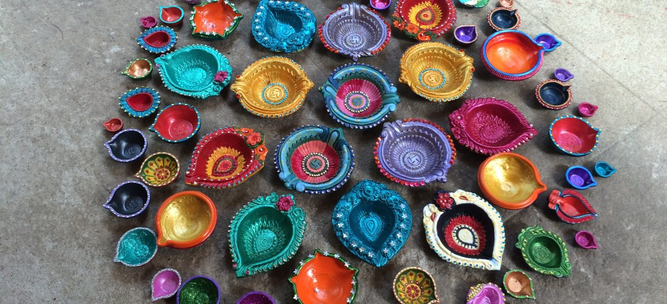 20+ ideas for hand painted diyas this festival Cover Image