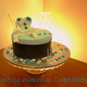 Simplymmmm Cupcakes Cake with a heart