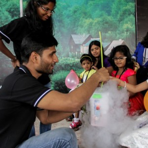 ScienceUtsav-Frozen-Birthday-Party-Science-Activity