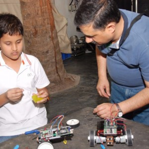 Just_Robotics_Student_in_the_process_of_building