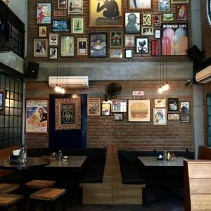 Kid_Friendly_Restaurant_Monkey_Bar_03