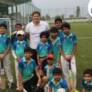 Shane Watson with SIX students